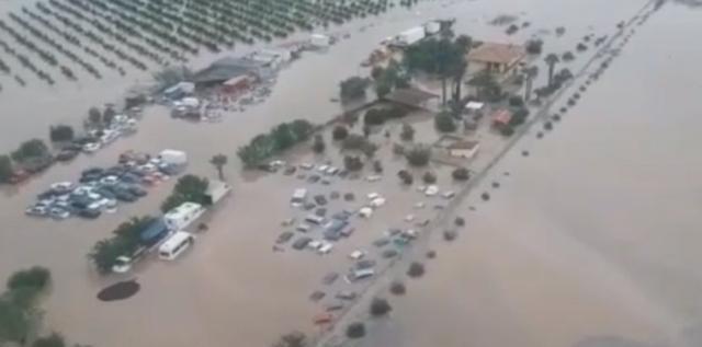 Alluvione nella Piana di Catania. Il geologo Cassaniti: l'unica via d'uscita è de-costruire nelle aree a rischio.